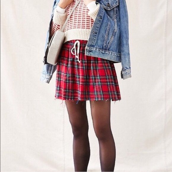 URBAN OUTFITTERS Plaid Mini-skirt Plaid mini skirt from urban outfitters with adjustable waist, can easily be dressed up or down. In perfect condition - never been worn Urban Outfitters Skirts Mini