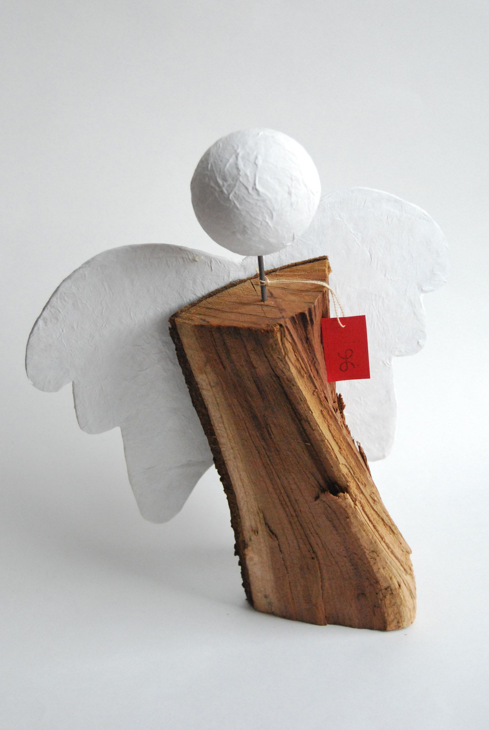 Anděl Jednoduchý anděl vyrobený z polínka, kašírovaných křídel a ...
