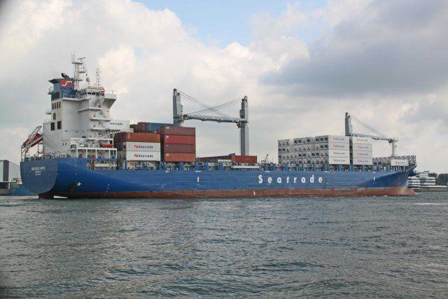 http://koopvaardij.blogspot.nl/2017/08/9-augustus-2017-op-de-nieuwe-maas.html    SEATRADE WHITE  Bouwjaar 2016, imonummer 9756092, grt 24905  Manager Seatrade Shipmanagement B.V., Groningen