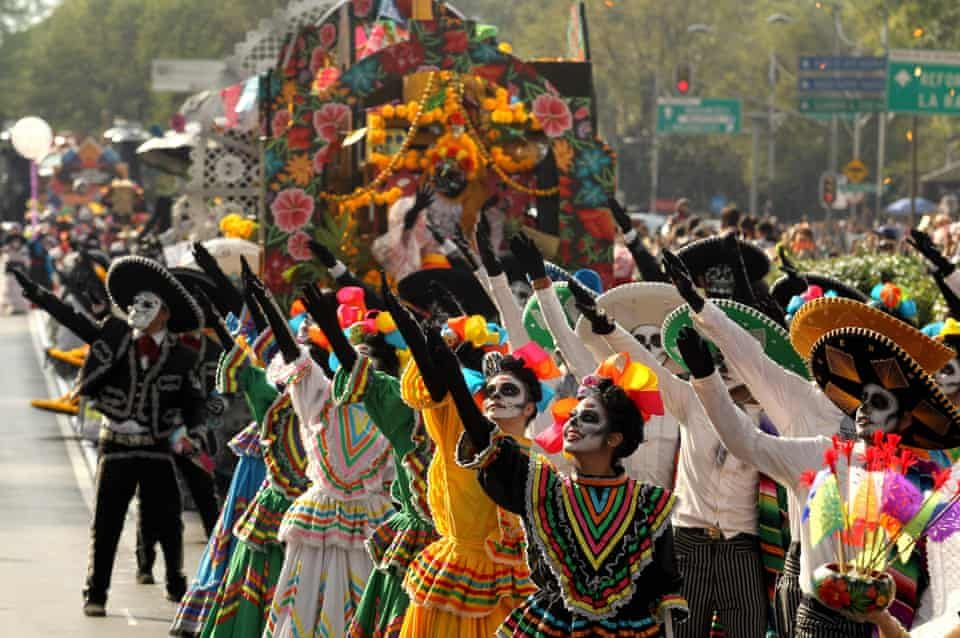 Mexico City S Day Of The Dead Parade 2018 In Pictures World News The Guardian Day Of The Dead Mexico City Mexico Costume