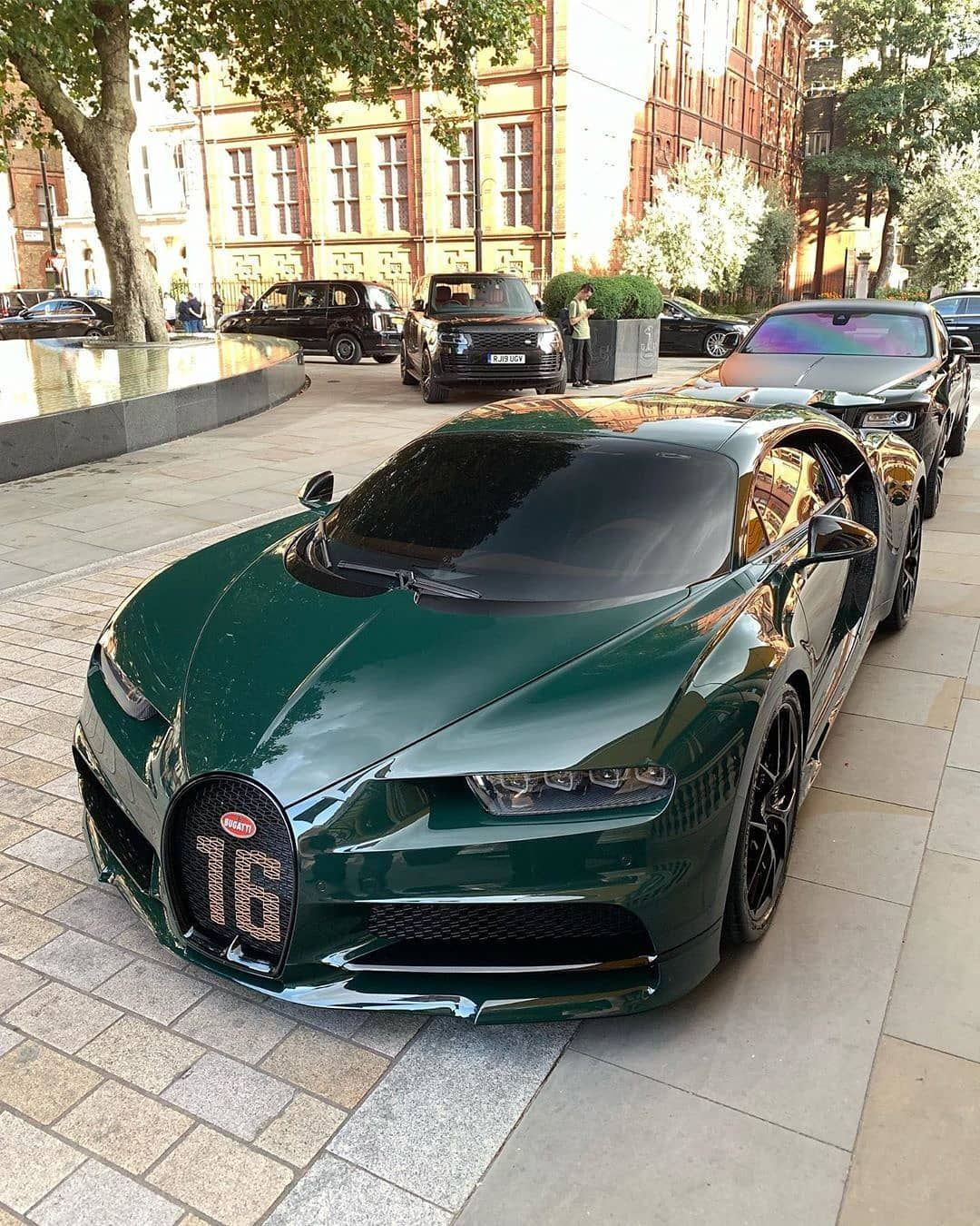 The Green Bugatti Chiron Rate This Chiron 1 10 Pic B Bugatti Chiron Super Cars Sports Cars Luxury