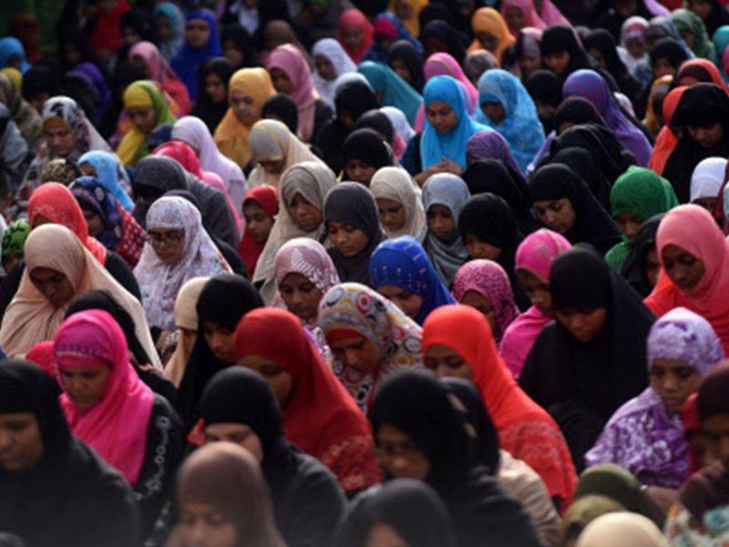 Muslims offer Eid-ul-Fitr prayers in Chennai (AFP image)  http://timesofindia.indiatimes.com/city/delhi/eid-celebrations-across-india/articleshow/59320161.cms