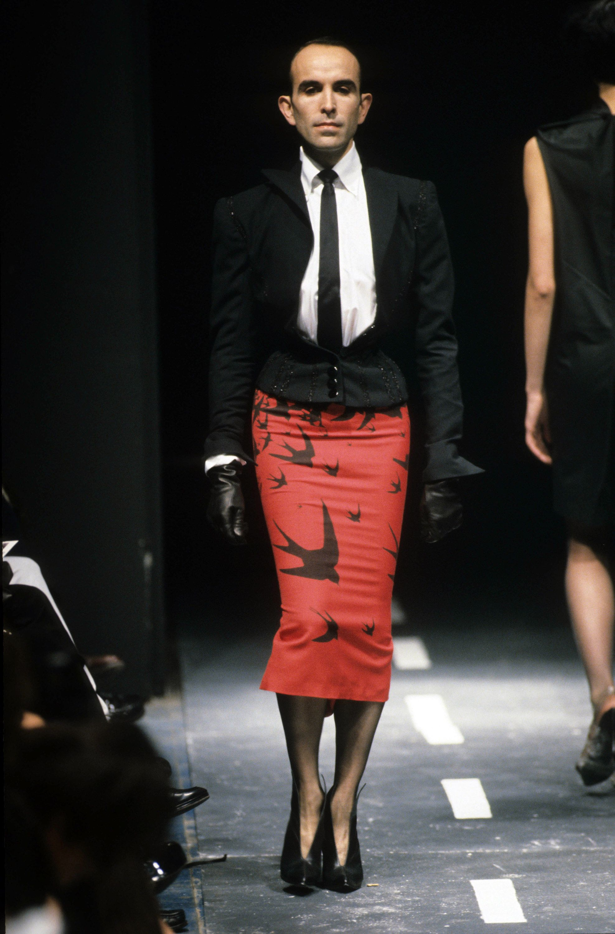 8168fbdd94fa8 Mr. Pearl, Alexander McQueen Spring 1995 Ready-to-Wear Collection Photos -  Vogue