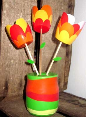 diy bouquet tulipes r cup 39 recyclage pinterest petit suisse tulipes et suisse. Black Bedroom Furniture Sets. Home Design Ideas