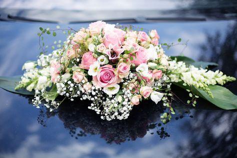 Lovely Bouquet On The Car Autoschmuck Hochzeit Blumenstrauss Hochzeit Blumengestecke Hochzeit