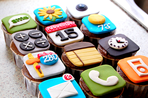 Cutest cupcakes I've ever seen lol Iphone cupcakes