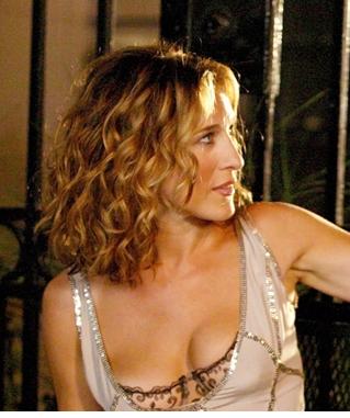 Carrie Bradshaw Hair And Look Medium Curly Hair Styles Mid Length Curly Hairstyles Carrie Bradshaw Hair
