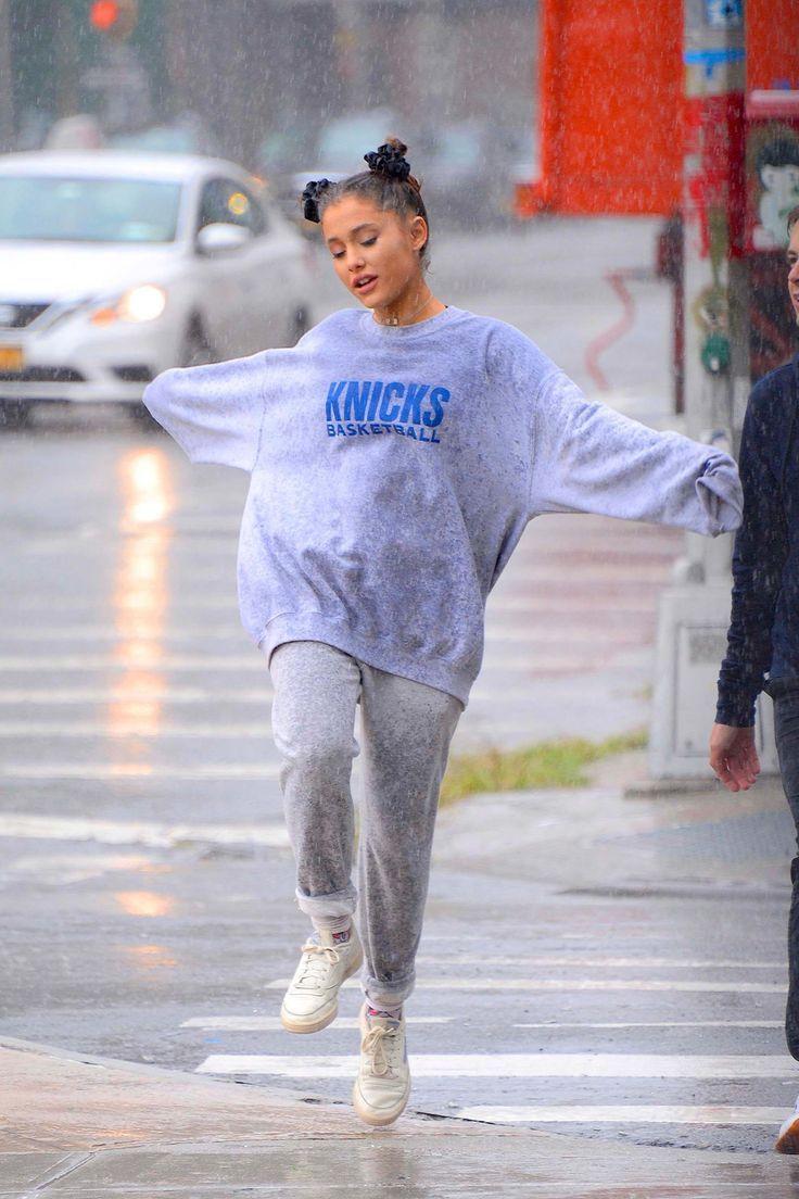 Photo of Ariana Grande bajo la lluvia