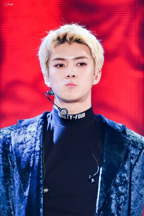 Sehun - 161119 2016 MelOn Music Awards Credit: Maybe Mustbe. (2016 멜론 뮤직 어워드)