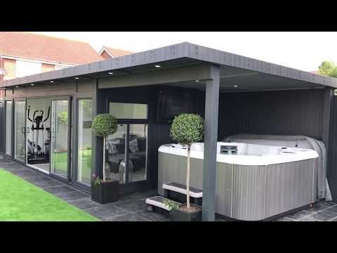 Garden Room & Home Gym with Outdoor Hot Tub & Side Canopy