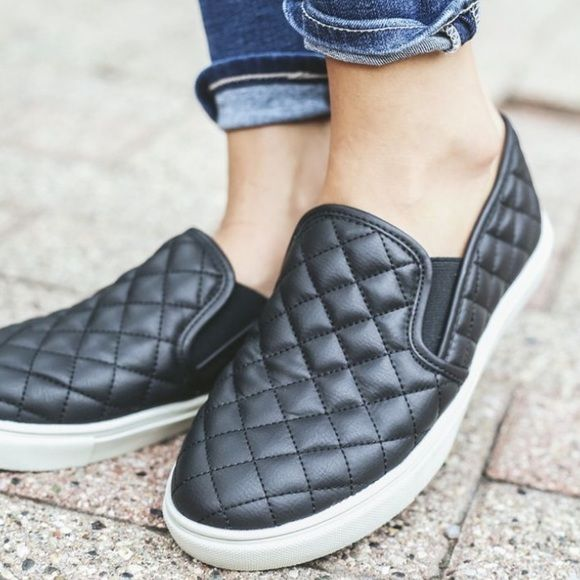Steve Madden Ecentrcq Sneakers GUC Steve Madden Ecentrcq Sneakers, soles  are dirty from wearing a