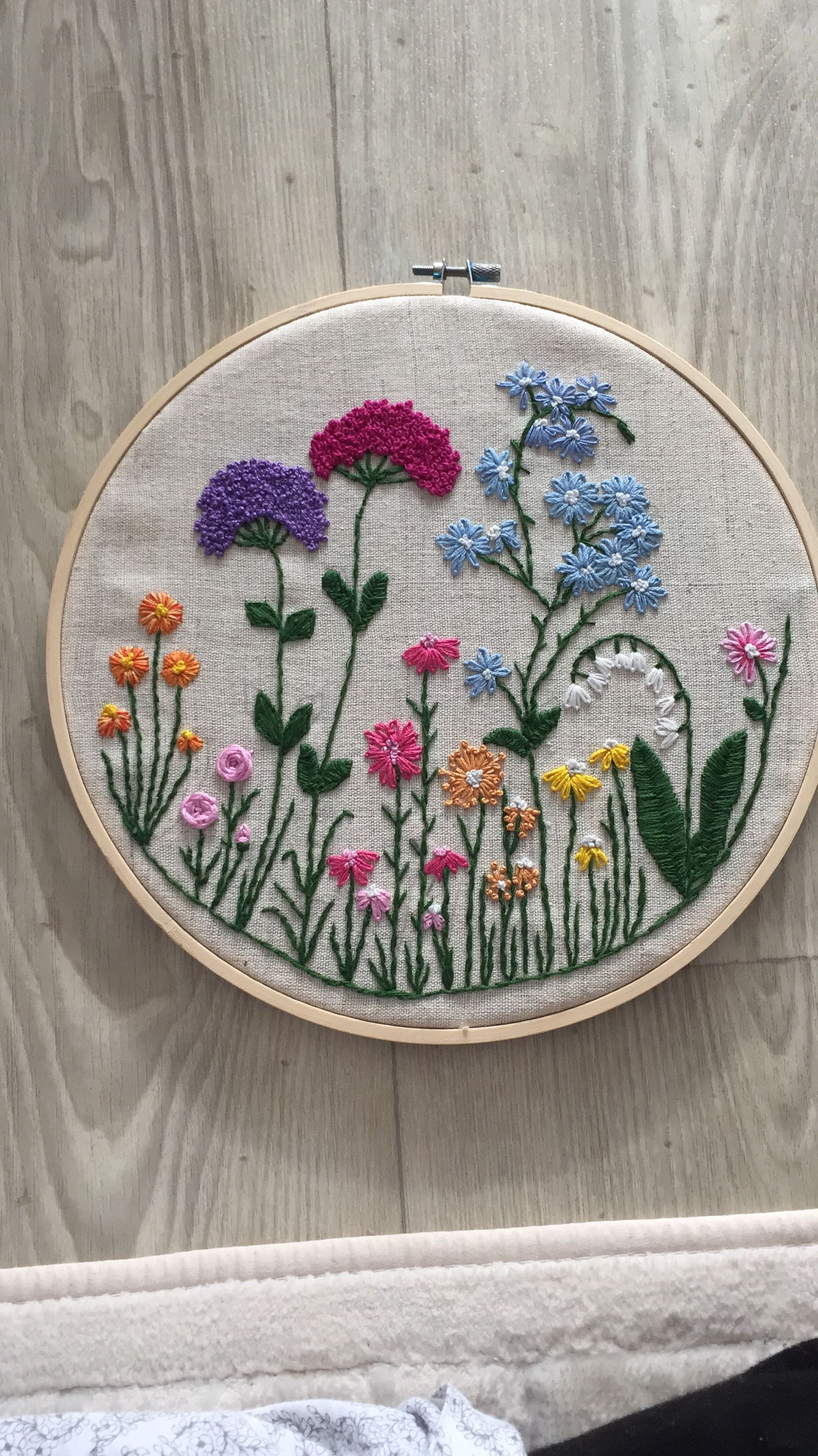 CrewelEmbroidery- Long & Short as Soft Shading in 2+ Colors - Embroidery Patterns #floralembroidery