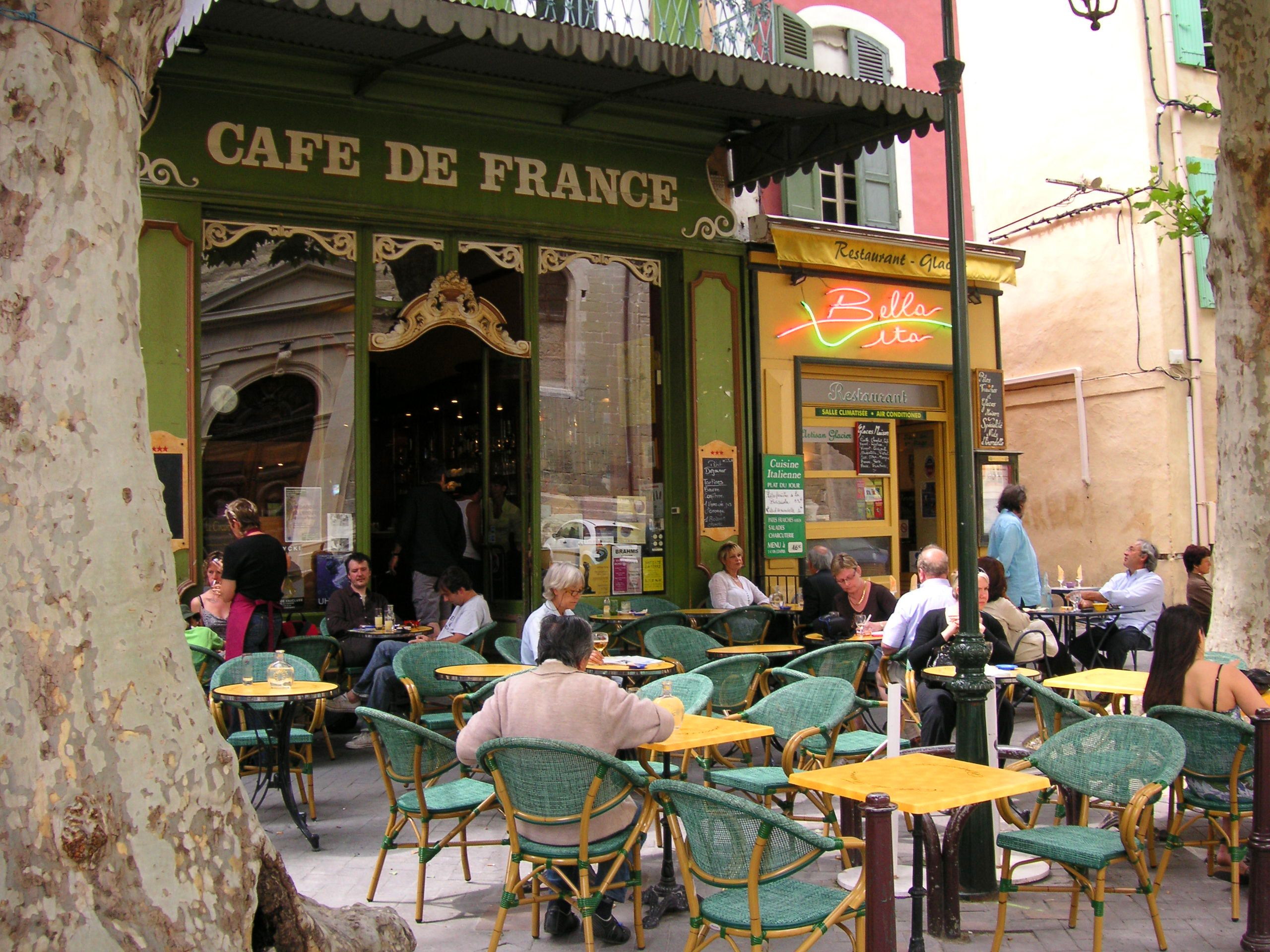 Bar Terrasse Lille Lunch At Café De France L 39 Isle Sur La Sorgue Provence