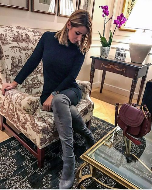 Over the knee boots fro winter afternoon. #fashion #suedeboots #overthekneeboots #winterstyle #fabfashionfix