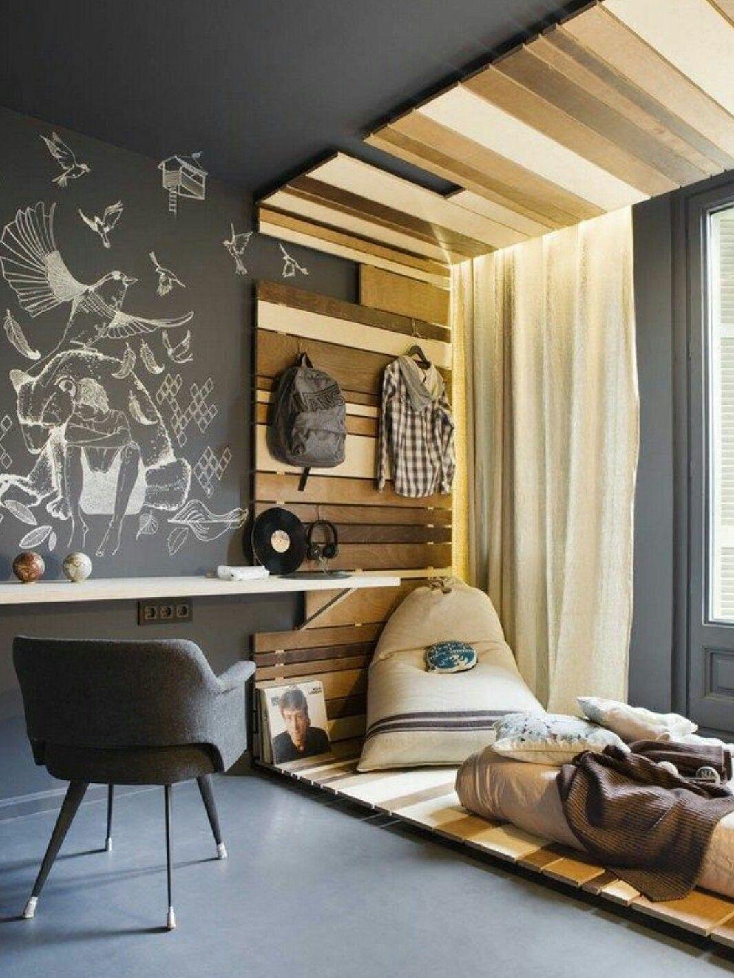 Elegant Jugendzimmer Mit Tafelfarbe: Schwarze Tafelfarbe An Der Wand In Kombination  Mit Holzbalken