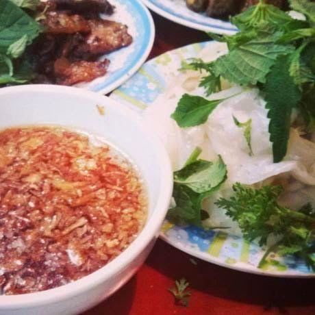 Dù đông, chật chột hay phải chờ đợi lâu thì những địa điểm ăn cuốn này ở Hà Nội vẫn được thực khách ưu ái và tìm đến thưởng thức mỗi ngày. Cùng LOZI review những địa điểm bán bánh cuốn ở Hà Nội nào....!!