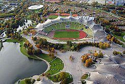 Olympiastadion Muenchen, Alemania.  SuperficieCésped Dimensiones105 x 68 m Capacidad69.250 espectadores  Construcción Apertura26 de agosto de 1972