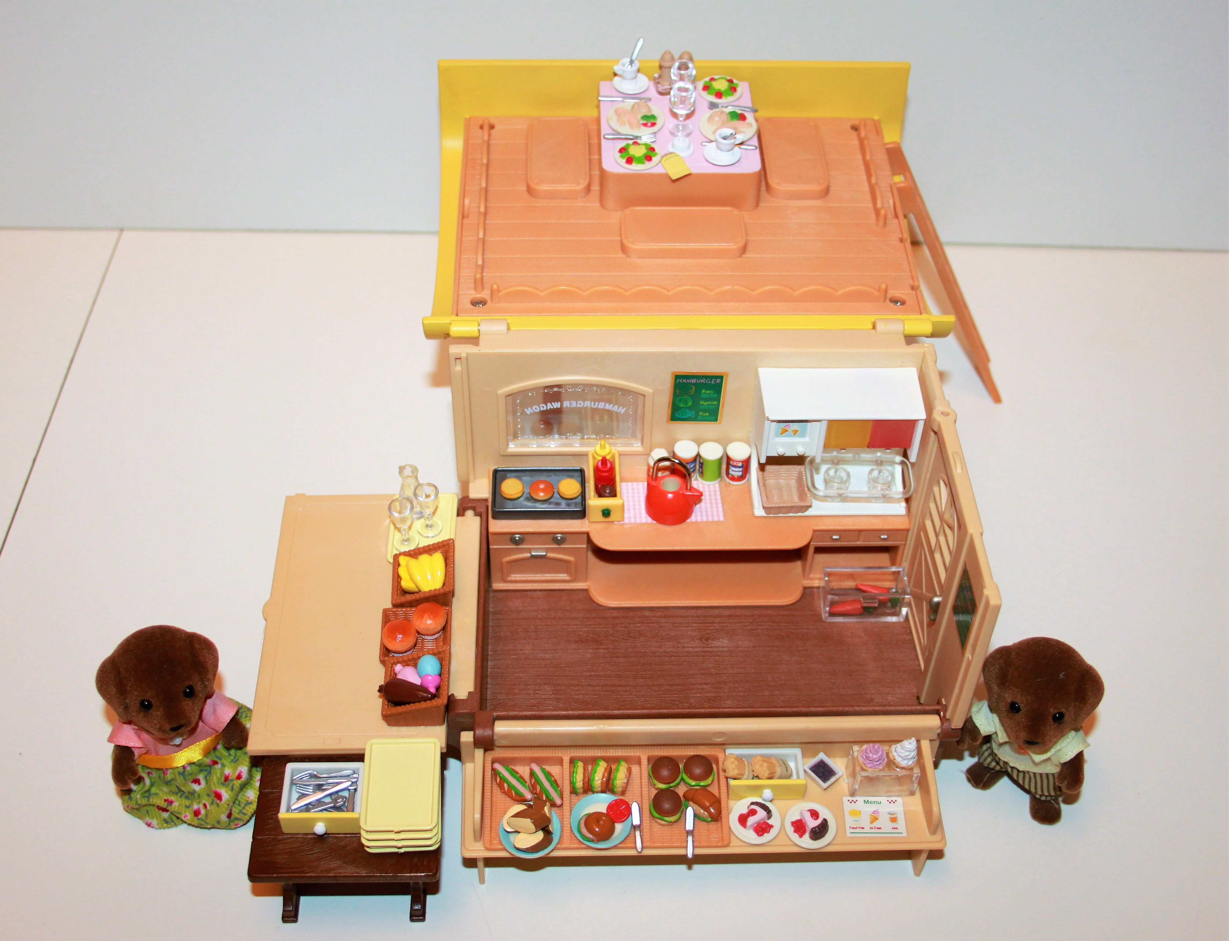 Sylvanian families hamburger wagon van hunter smyth chocolate labrador family