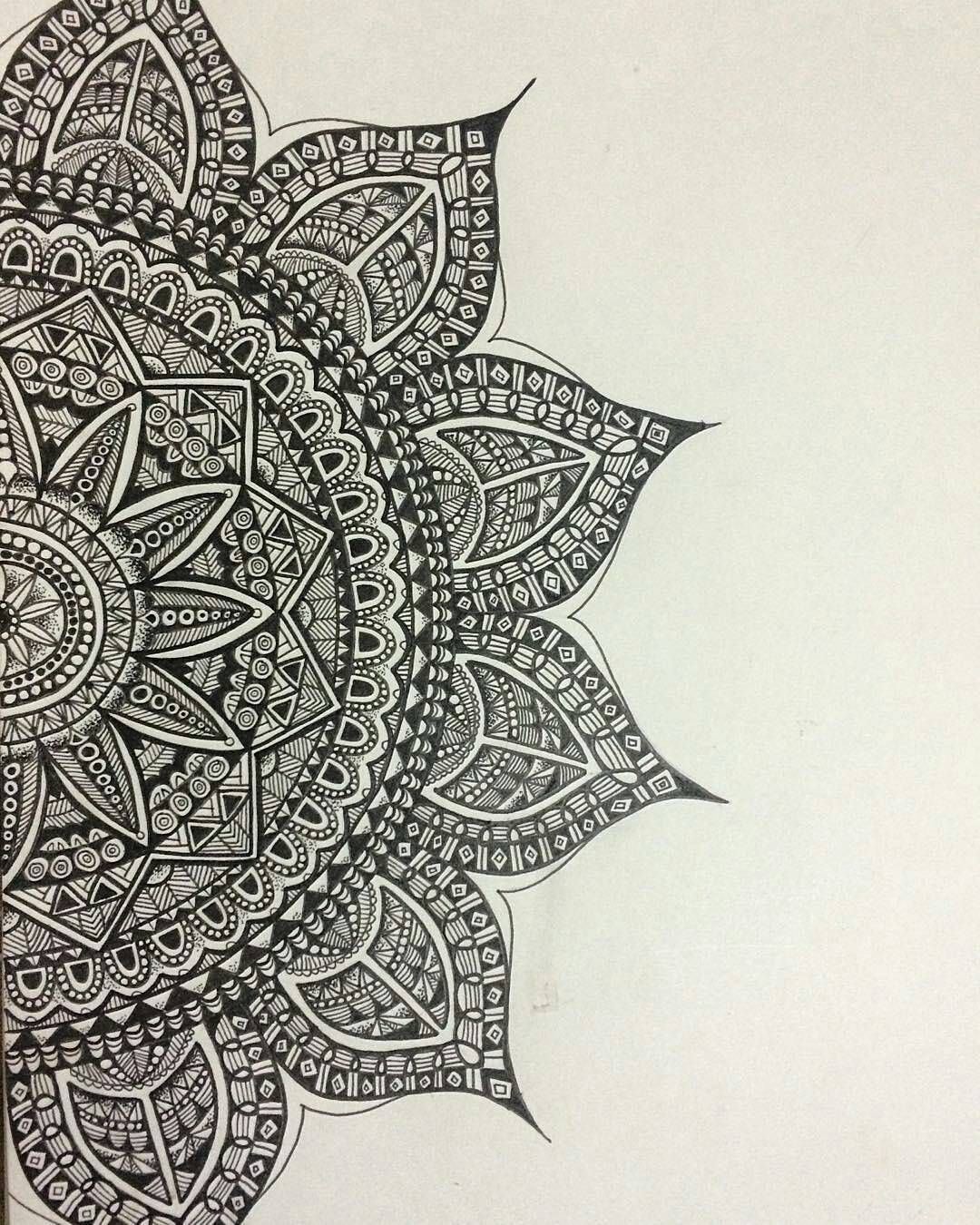 We Love This Mandala By Naomigraceart Check Out And Follow This Amazing Artist Submit Your Mandala To Mandala Drawing Mandala Art Lesson Mandala Design Art