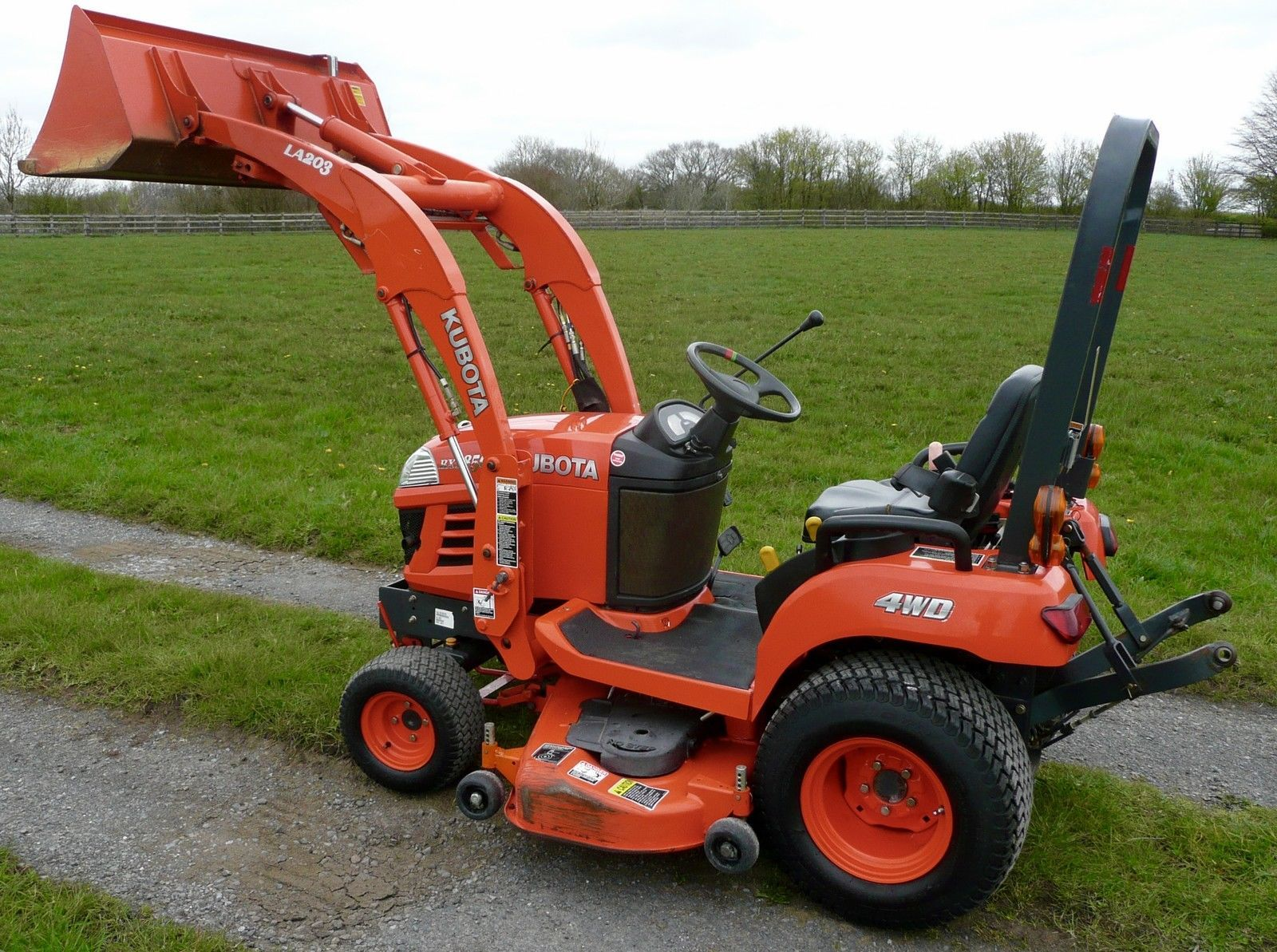 Small Tractors With Pto : Compact tractor kubota diesel mower pto diff lock