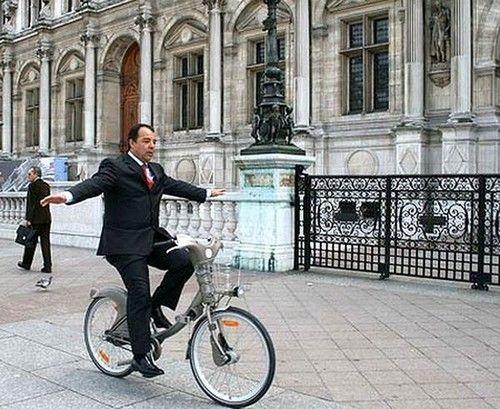 Image detail for -Sergio Cabral diante da Prefeitura de Paris - e sem as mãos! Por pouco uma tragédia não surpreende o governador Sérgio Cabral fora do Estado ou do país. Cabral ...