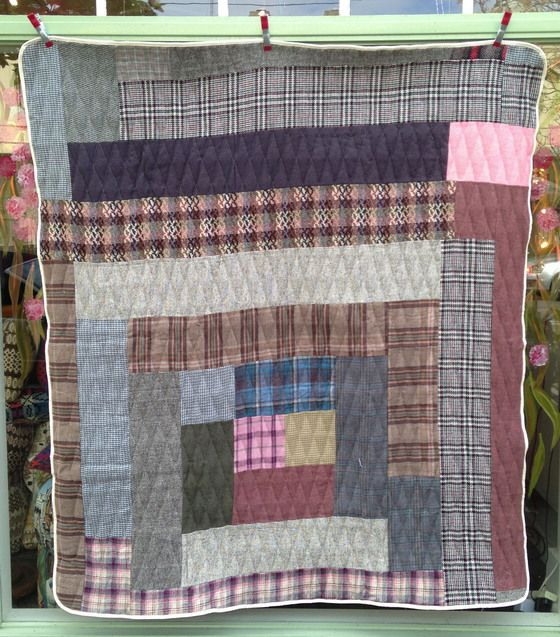 Image of 'Wagga' style quilt 2. Cottage Industry.
