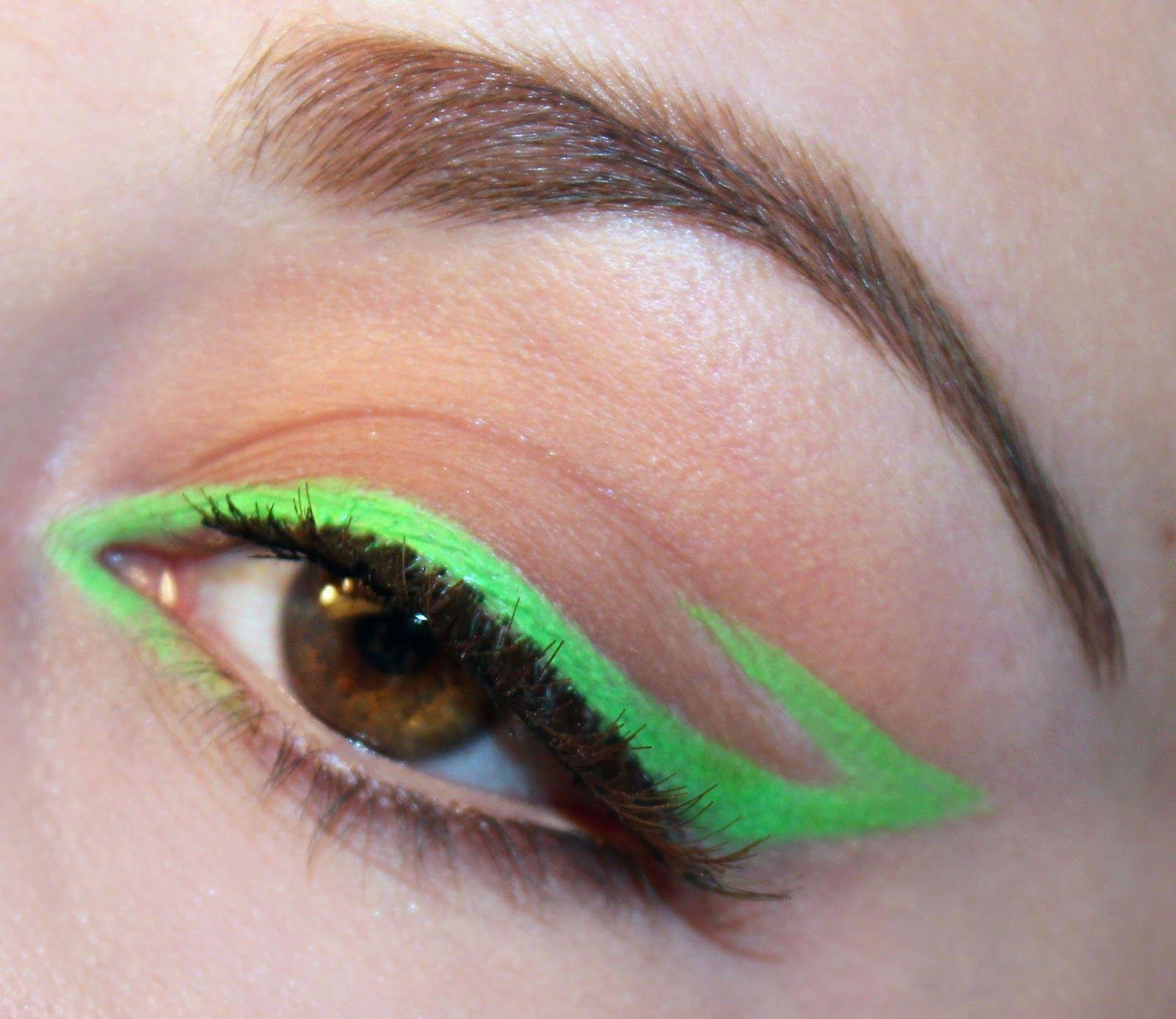 20 Estilos de delineado de ojos Makeup hacks Trucos de delineado Eyeliner hacks Trucos de maquillaje Delineado minimalista de color verde