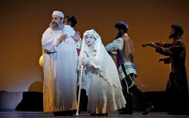 Westport Native Melanie Siegel Center Will Play Grandma 515585 Fiddler On The Roof Fiddler Ghost Costumes