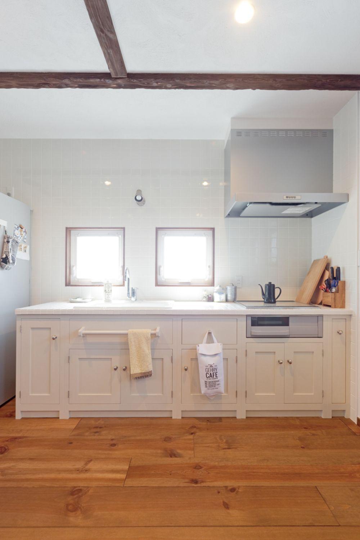 素材と手仕事の風合いを大切にした ゆったりと時間が流れるカフェ空間
