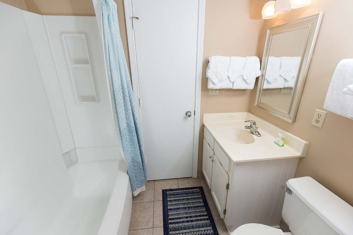 Welcome To The Oceans Unit 504 This 2 Bedroom 2 Bathroom Condo Is Located On The 5th Floor And Br Myrtle Beach Condo Rentals Myrtle Beach Condos Condo Rental