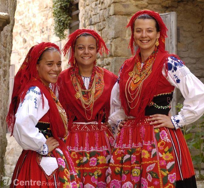 Superbe L'association folklorique des Portugais de Riom a 42 ans @MF_49