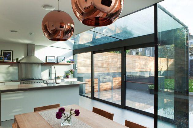 Glass sliding doors into garden glazen uitbouw met zwarte raamprofielen kitchen pinterest - Eclisse schuifdeur ...