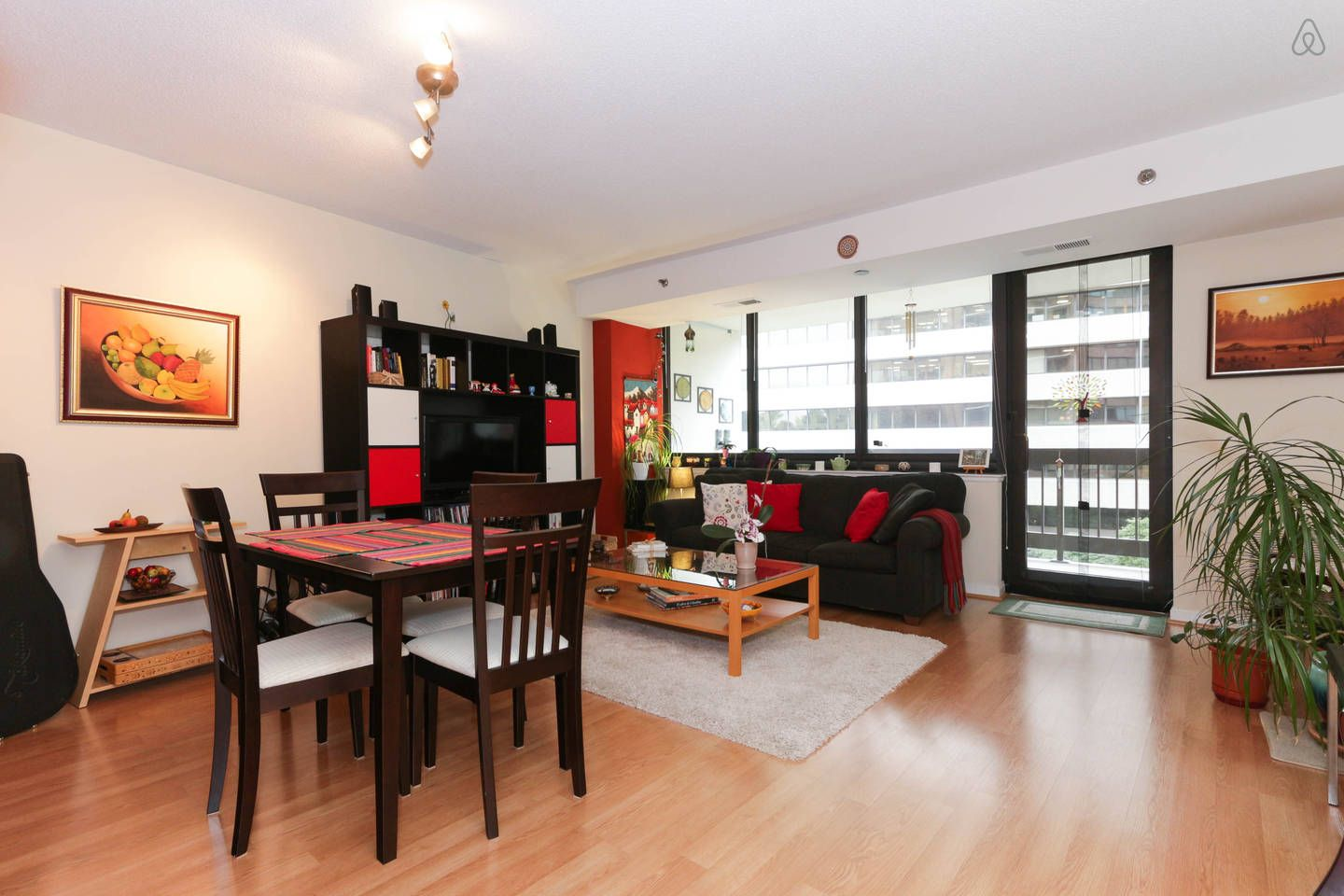 Cozy 1BR, Private Parking and Metro vacation rental in