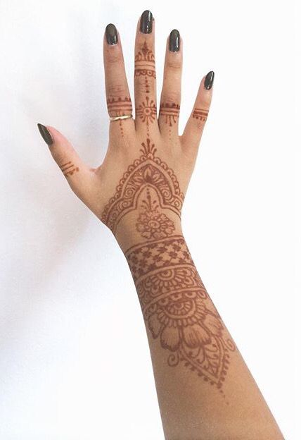 05e79bbfa00a4 Cute and easy hand and finger Henna mehndi tattoo design inspiration ...