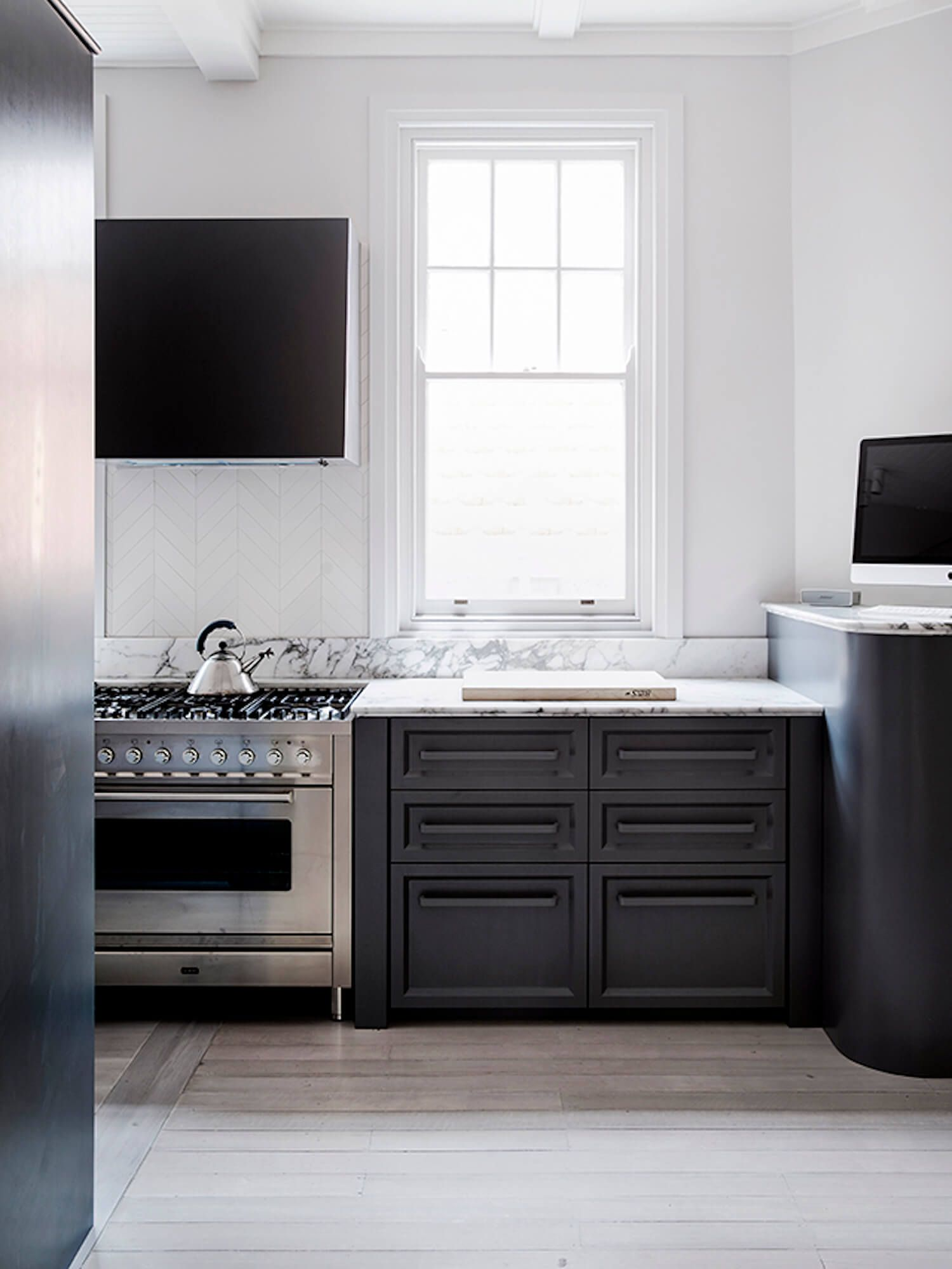 Mayfair Apartment By Richards Stanisich Modern Kitchen Design Grey Kitchen Designs Modern Kitchen Interiors