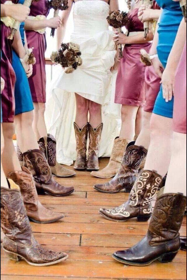 This is such a perfect wedding picture!!!