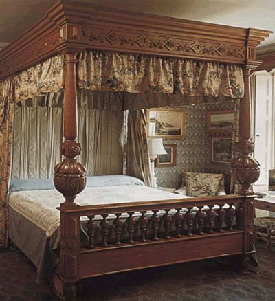 Poster Curtains On Regency Style Bed Four Poster Bed Bedroom Furniture Uk Bed Styling Bed