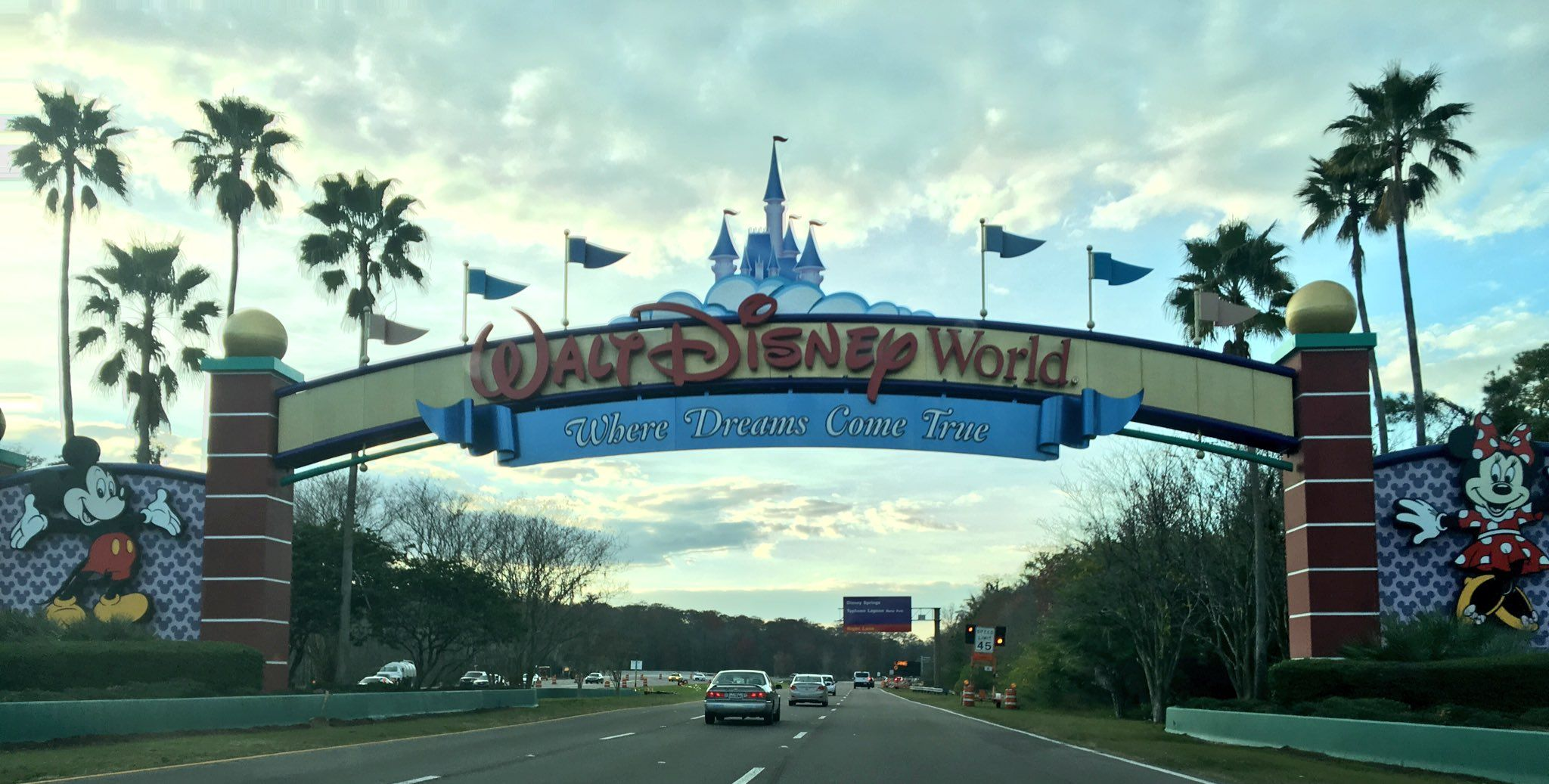 About to go live from @WDWToday on our Facebook page! Tune in! https://t.co/5EuTvVmuxq https://t.co/kBU30vP5Z9