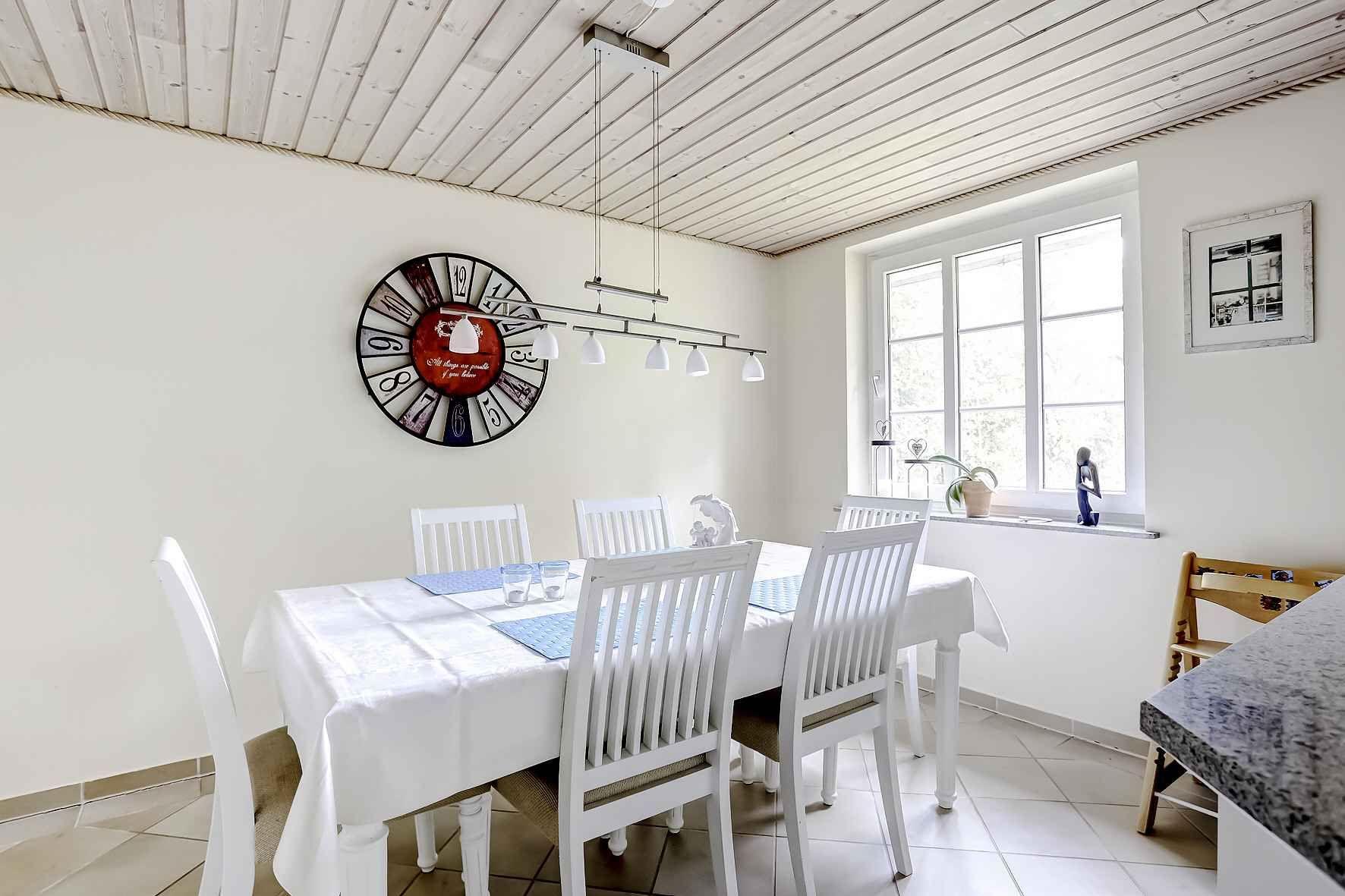 Køkkenet ved spisebordet