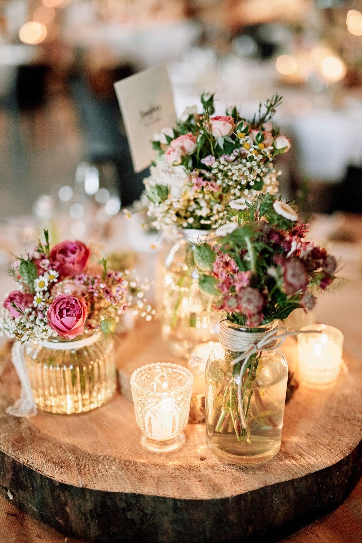 Originelle Landhaushochzeit Mit Vw Bulli Hochzeitsblog The Little Wedding Corner Dekoration Hochzeit Tischdekoration Hochzeit Blumen Hochzeit Deko Tisch