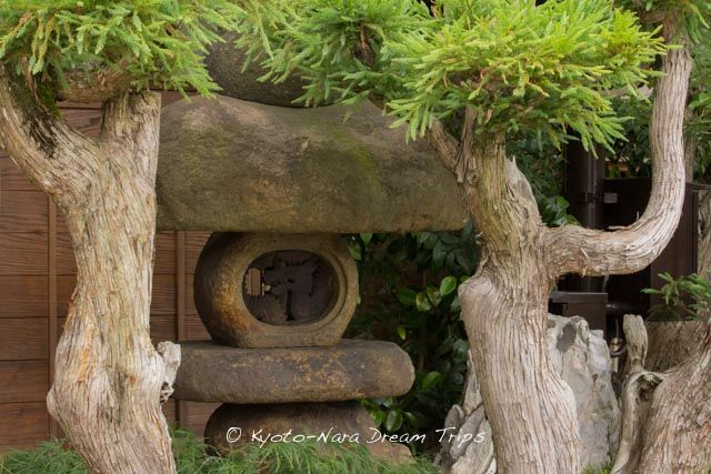 A Nozura dōrō, stone lantern, (野面灯籠) on the Kozakachō Street in Ukyō-ku, Kyoto! Nozura dōrō are lanterns made with rough, unpolished stones, this one has a bronze dragon head instead of a place for a candle. If you walk from Gio-ji Temple (祇王寺) to Adashino Nenbutsu-ji (化野念仏寺) Temple you pass it.