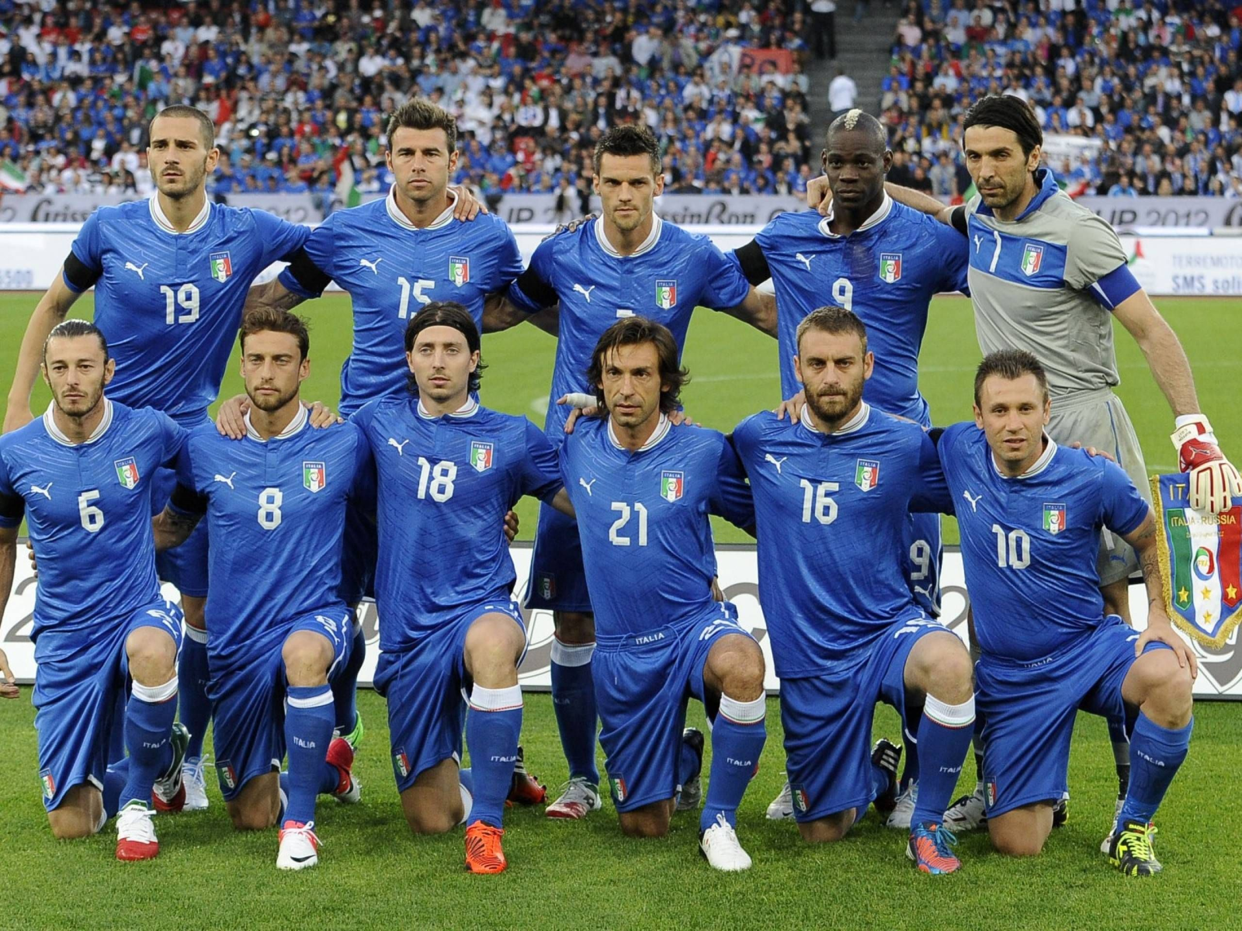 Italy Soccer Team Football Wallpaper Italy National Football Team National Football Teams Football Team Pictures