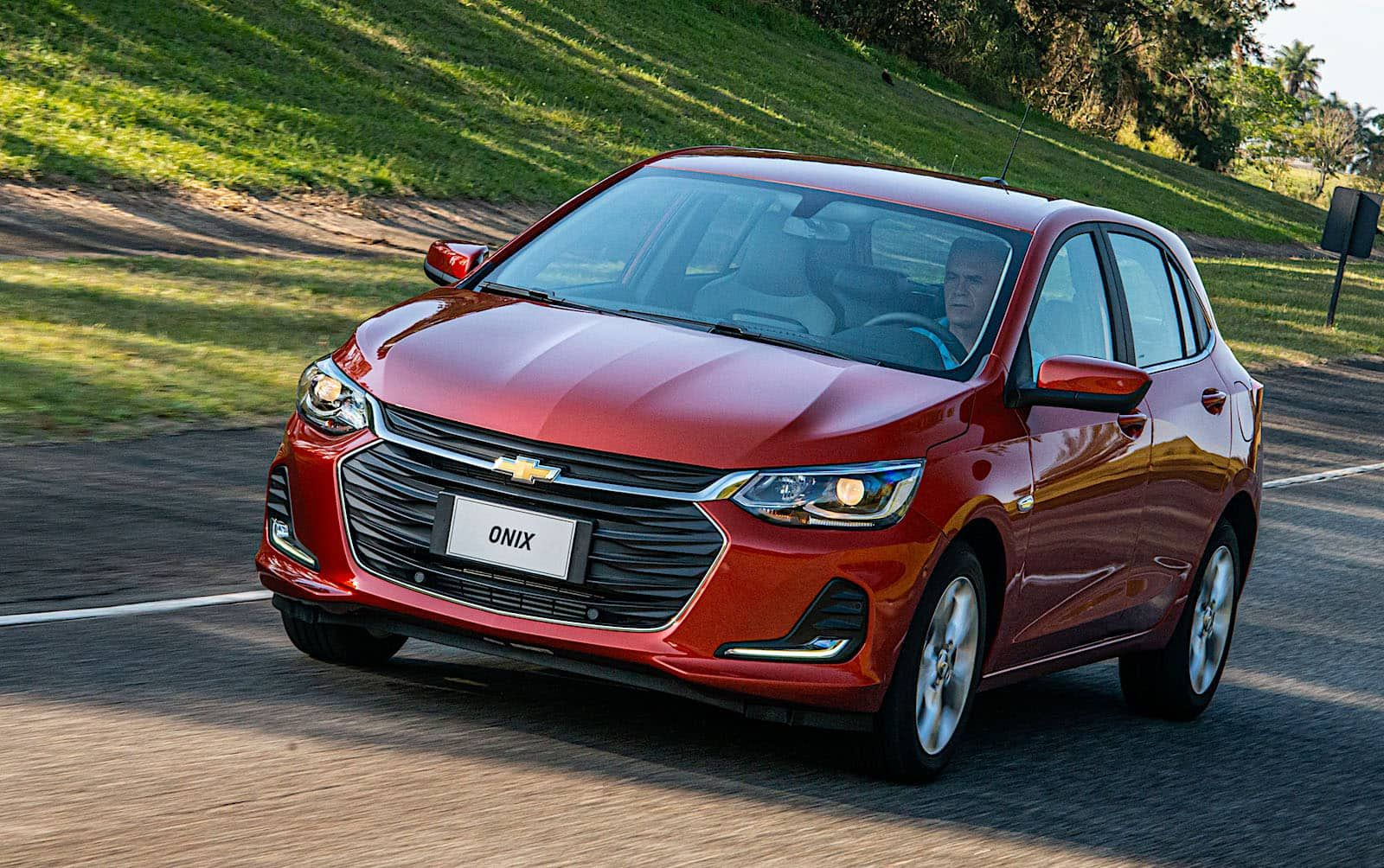 Chevrolet Onix 2020 En Paraguay Precios Versiones Y Equipamiento Carros Cruzes
