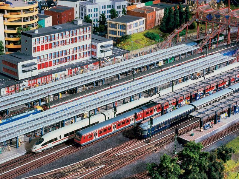 http://www.modelleisenbahn-figuren.com, Website with Model Railway Wiki, Model Train Figures Shop and Model Train Scenery Shop
