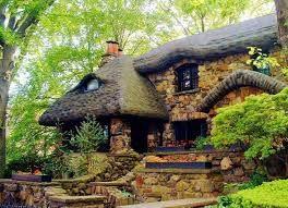 Fachadas de Casas Rusticas de Piedra Situadas en el Bosque