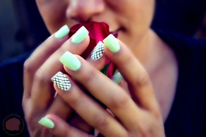 Easy spring nail art | Diseño de uñas super faciles. opi gargantuan green grape