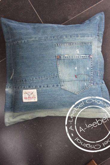 Kussen van oude Hilfiger jeans. Made by A-leebel