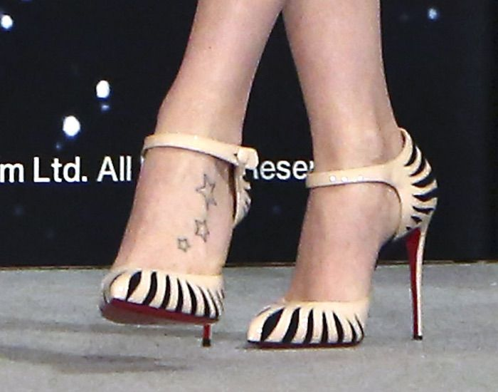 5d2c10256dba Daisy Ridley s hot feet in Last Empress pumps by Christian Louboutin ...