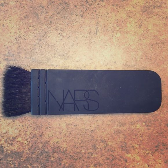 NARS Contour Brush Brand new, has been sitting makeup drawer but never been used! Originally 55$ NARS Makeup Brushes & Tools