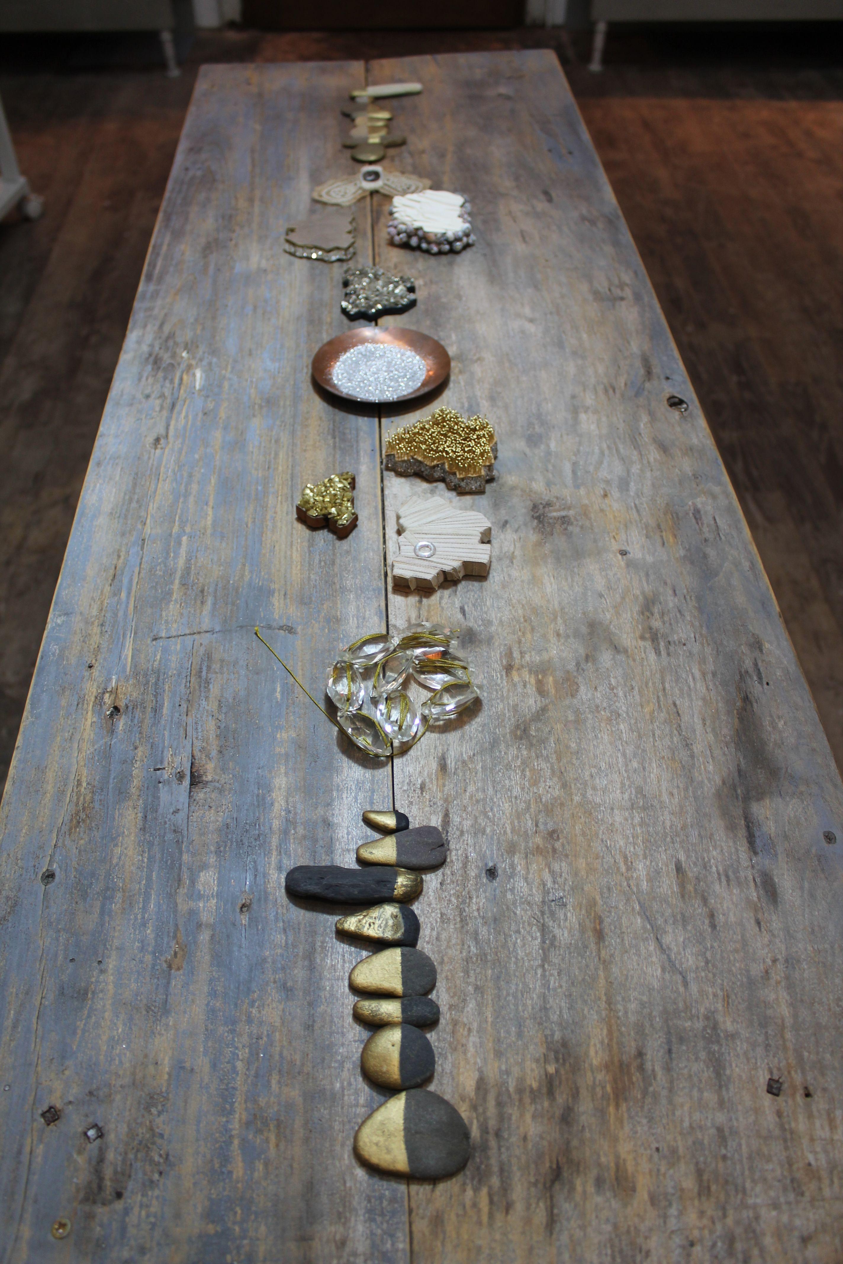 exposition éclats et résonnances  alphabet de matériaux